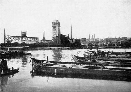 W latach 1925-1926 powstał nowy zespół miejskich zakładów gazowniczych wybudowany w sąsiedztwie nabrzeży ułatwiających transport węgla i koksu barkami. (MNS/A.Foto/15618)