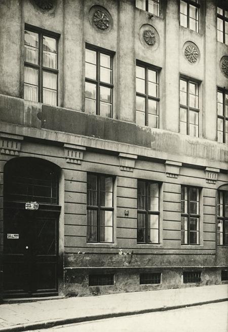 Mimo braków technicznych również te fotografie stanowią cenne źródło informacji o nieistniejącej zabudowie starego miasta – budynek przy ul. Podgórnej 25/26. (MNS/A.Foto/13611)
