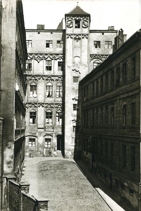Do kamienicy Loitzów – patrycjuszowskiego pałacu miejskiego z połowy XVI wieku – prowadziła dawniej zwarta zabudowa ul. Kurkowej. (MNS/A.Foto/15438)