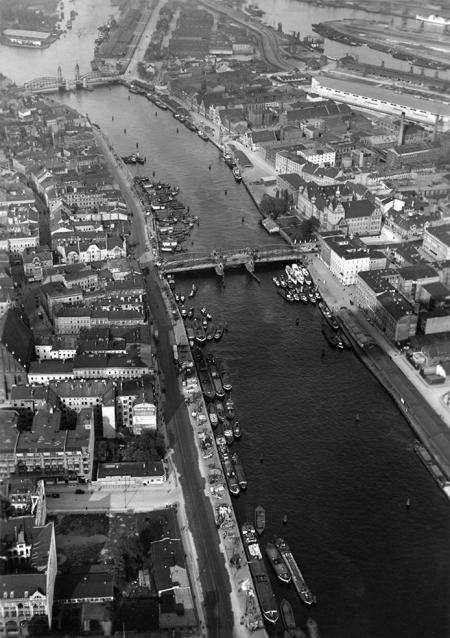 Brzegi Odry połączone mostami przez stulecia decydowały o wyglądzie i rozwoju miasta. (MNS/A.Foto/15538)