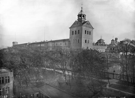 Podczas przebudowy w latach 1840–1842 podwyższono o jedną kondygnację całe skrzydło północne zamku. (MNS/A.Foto/4989)