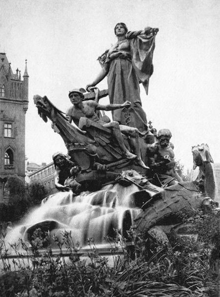 Głównym akcentem rzeźbiarskim pomnika była kobieca postać Sediny, personifikująca Szczecin, stojąca na dziobie statku sterowanego przez boga handlu Merkurego i męską postać symbolizującą siłę maszyn, towarzyszyły im nimfy morskie i tryskające wodą smoki. (MNS/A.Foto/15608)