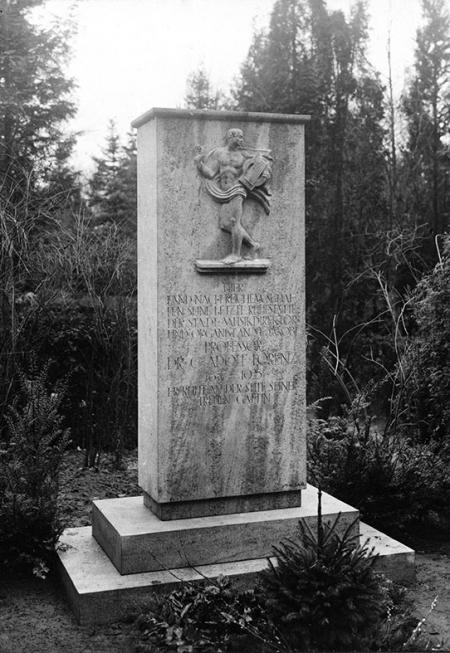 Nagrobek zasłużonego szczecinianina – założyciela szczecińskiej elektrowni – kompozytora  Adolfa Lorenza. (MNS/A.Foto/15143)